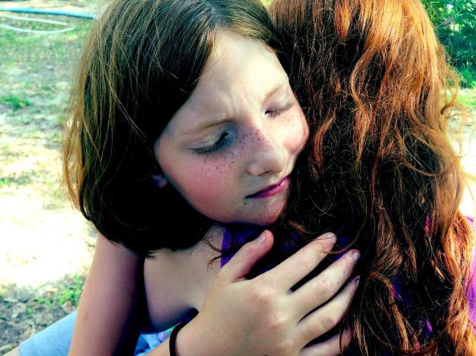 hug-1315552_1920.jpg