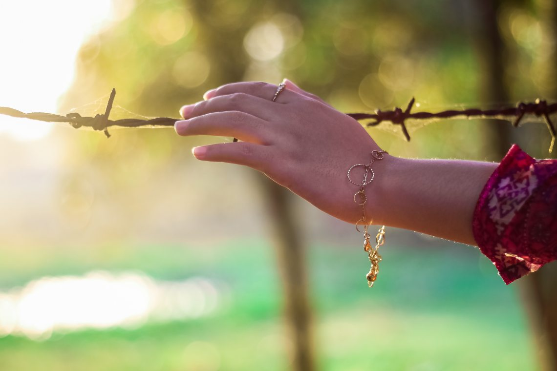 barbed-wire-blur-bracelet-37826.jpg