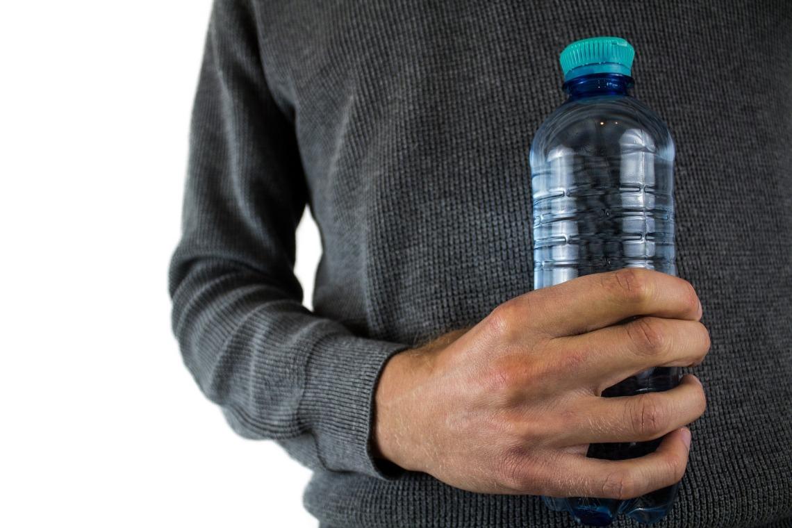 water-bottle-2821977_1920.jpg
